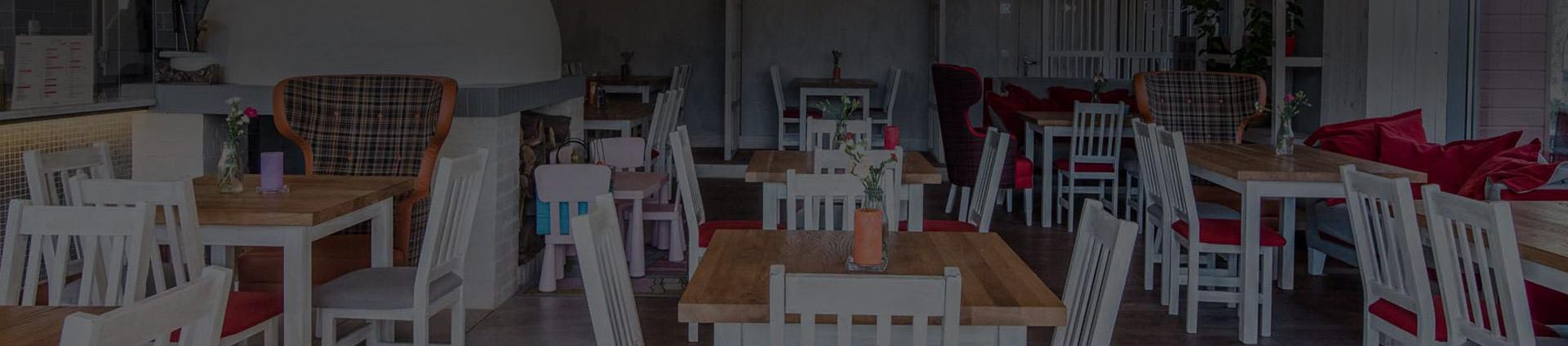 Stoliki w restauracji Peperino