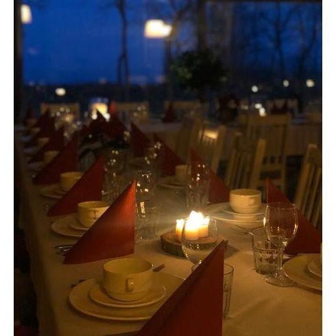nakryty stół do imprez okolicznościowych 7